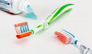 Tandbørste og tandpasta